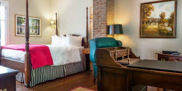 Queen Guestroom at the McCully House Inn