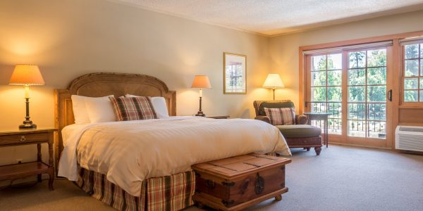 Deluxe King Room at The Lodge at Riverside