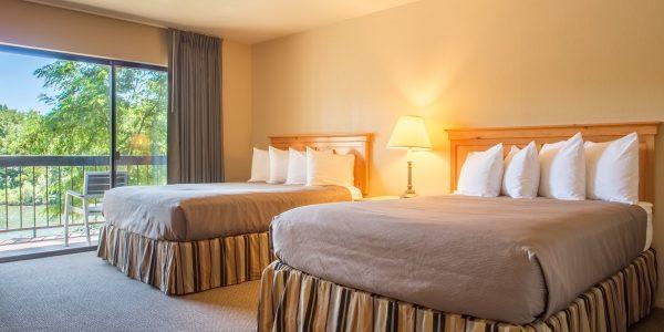 Double Queen room at Riverside Inn