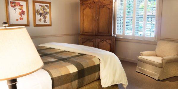 Standard King  Guestroom at Wine Country Inn