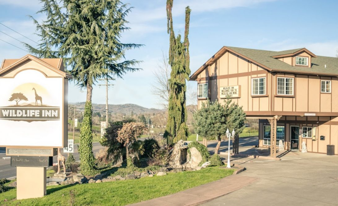 In Winston Oregon Near The Wildlife Safari Inn Is A Family And Pet Friendly Hotel Addition To Emerald Valley Along